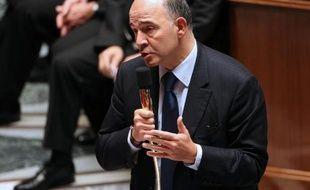 """Le ministre des Finances Pierre Moscovici a appelé vendredi les investisseurs """"à faire confiance à la France"""" en dépit de la dégradation de sa note par Standard & Poor's"""