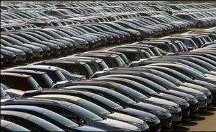 Les ventes de voitures particulières neuves en France ont bondi de 21% en juillet, après cinq mois de baisse, avec des hausses de 21,6% pour le groupe Renault et de 22,2% pour PSA Peugeot Citroën, a annoncé mercredi le Comité des constructeurs français d'automobiles (CCFA).