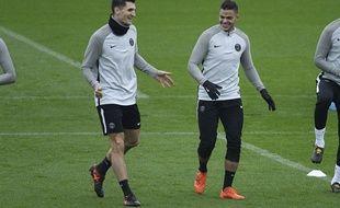 Thomas Meunier et Hatem Ben Arfa à l'entraînement avec le PSG, le 27 novembre 2017 au Camp des Loges.