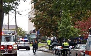 Opérations de police et de secours à Pittsburgh après la fusillade ans une synagogue le 27 octobre 2018