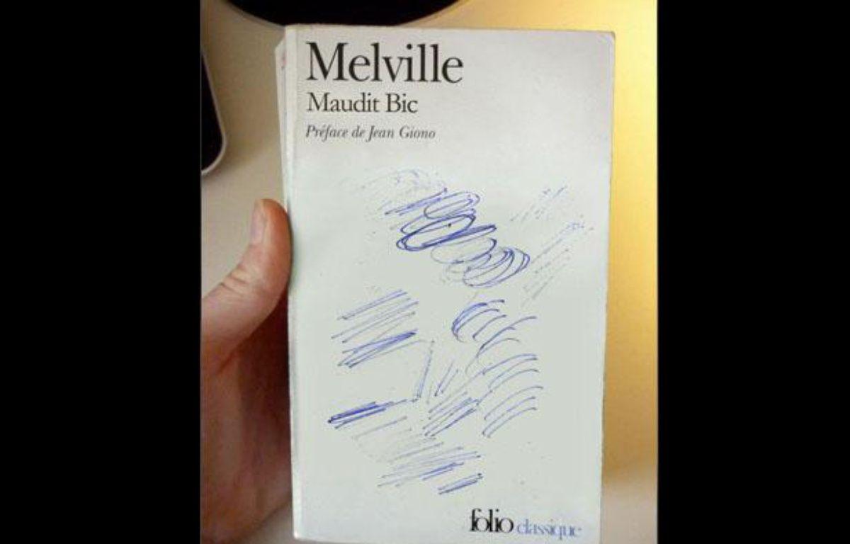 """MobyDick ou """"Maudit Bic""""? Une des couvertures détournées par Clémentine Mélois. – Clémentine Mélois"""