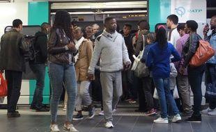 Paris, le 14 mai 2017. Quand le RER A ferme, plusieurs applications peuvent servir pour se déplacer en Ile-de-France.