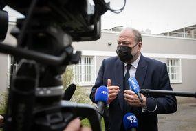Le ministre de la Justice lors d'une visite à la prison de Villepinte, en mars 2021.