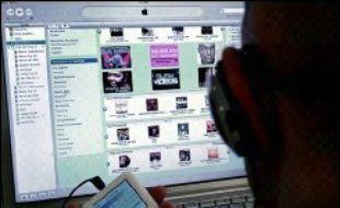 Le groupe Apple a démarré mardi la vente de films des studios Disney et de ses filiales à télécharger sur son site internet iTunes, et présenté de nouveaux modèles vidéo de son baladeur iPod capables notamment de stocker 100 heures de vidéo, a annoncé mardi son PDG Steve Jobs lors d'une conférence de presse.
