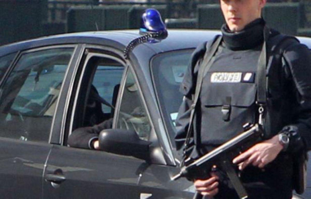 """Une semaine après la tuerie de l'école juive, qui a fait 4 morts dont trois enfants, à Toulouse, l'affaire Merah entre dans sa phase proprement juridique au lendemain de la mise en examen d'Abdelkader, frère aîné du """"tueur au scooter"""", et personnage clef de l'enquête. – Kenzo Tribouillard afp.com"""