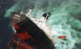 Le premier grand procès d'une catastrophe écologique en France trouve son épilogue mercredi avec un jugement qui doit désigner les responsables de la marée noire provoquée par le naufrage de l'Erika en décembre 1999, et fixer le montant du chèque qu'ils devront verser aux victimes.
