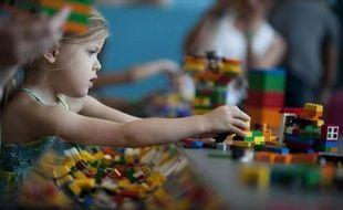 Le secteur du jouet devrait continuer à croître en 2012 malgré la crise, après une hausse de 5% en 2011, grâce notamment au grand retour des super-héros et à l'arrivée des tablettes numériques pour enfants, a-t-on appris lundi auprès de professionnels du secteur.