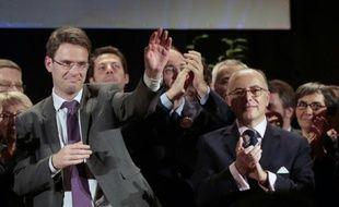 Le candidat PS Nicolas Mayer-Rossignol et le ministre de l'Intérieur Bernard Cazeneuve, lors d'un meeting le 8 décembre 2015 à Rouen