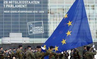 Le 30 juin 2014, à la veille de la session inaugurale du nouveau parlement européen à Strasbourg, levée des couleurs européennes par les soldats de l'Eurocorps