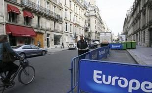Devant les locaux d'Europe 1, à Paris.