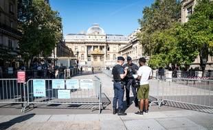 Le Palais de Justice de Paris sous haute protection pendant le procès des attentats du 13-Novembre.