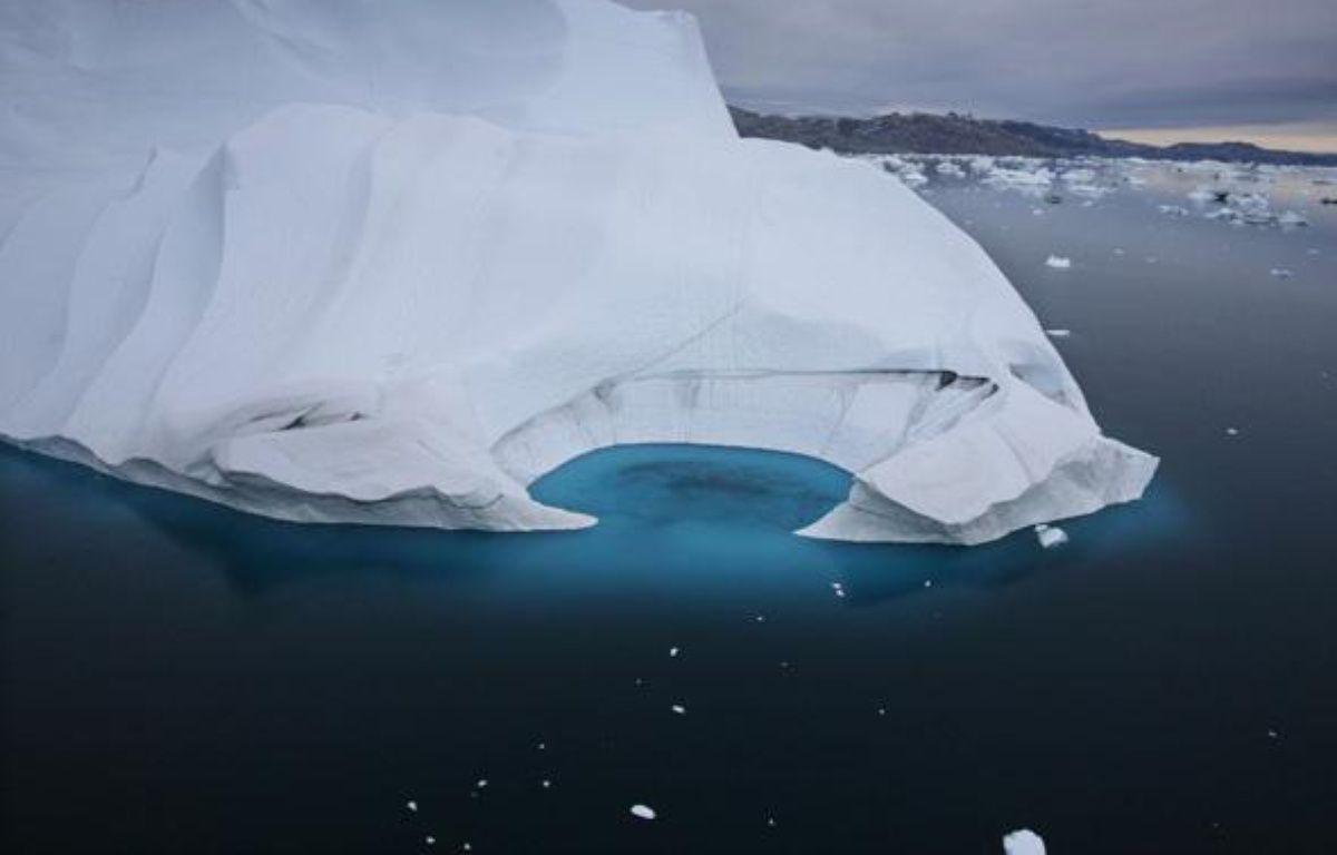 Un iceberg au large de la côte du Groenland, en juillet 2007.  – JOHN MCCONNICO/AP/SIPA
