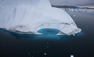 Un iceberg au large de la côte du Groenland, en juillet 2007.