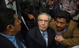 La justice du Guatemala a condamné vendredi l'ex-dictateur Efraín Ríos Montt, âgé de 86 ans, à une peine de 80 ans de prison, 50 pour génocide et 30 pour crimes de guerre.