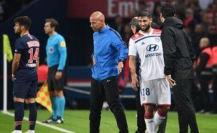 Le capitaine lyonnais Nabil Fekir s'est blessé à la cheville gauche lors du choc contre Paris dimanche 7 octobre en Championnat.