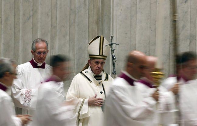 Le pape François après son homélie prononcée dans la basilique Saint-Pierre au Vatican, le 11 avril 2020.