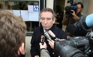 La liste de la socialiste Martine Lignières-Cassou est arrivée en tête des municipales dimanche à Pau avec 33,87% des suffrages exprimés, devançant la liste du président du MoDem François Bayrou (32,61%) et celle du maire sortant, ex-PS soutenu par l'UMP, Yves Urieta (27,80%), selon les résultats définitifs.