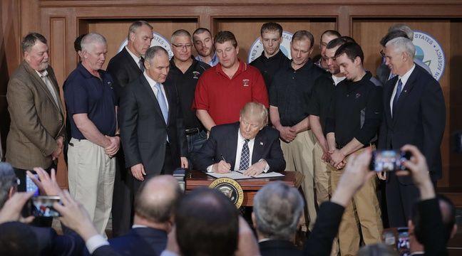 Donald Trump a signé mardi un décret qui encourage la production de charbon comme énergie – Pablo Martinez Monsivais/AP/SIPA