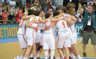 Les Espagnoles fêtent leur victoire en finale de l'Euro de basket féminin contre la France, le 25 juin 2017.