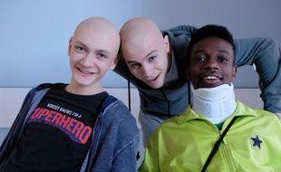 Clément (Tom Rivoire), Thomas (Audran Cattin) et Azize Diabate (Medhi) dans « Les Bracelets rouges».