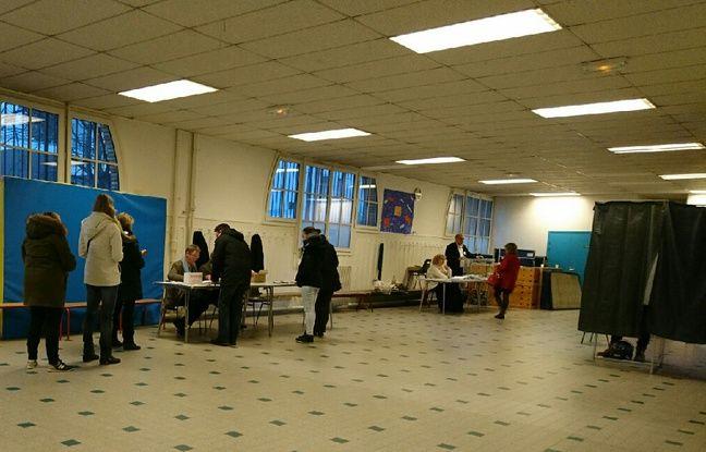 Un bureau de vote du 15e arrondissement de Paris pendant le 1er tour de la primaire PS le 22 janvier 2017.