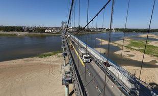 Le pont d'Ancenis en travaux.