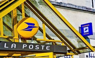 L'entrée d'un bureau de poste (illustration).