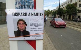 Une affiche signalant la disparition de Romain Barré quartier Viarme à Nantes, là où il a disparu.
