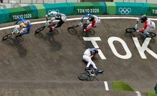 Joris Daudet chute dans le dernier virage et laisse échapper la médaille de bronze lors des JO de Tokyo, le 30 juillet 2021.