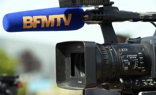 Caméra et micro de la chaîne d'information BFMTV crée le 28 novembre 2015 au lancement de la TNT.