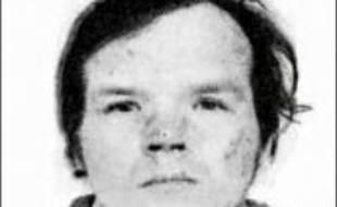 """L'affaire du pédophile Francis Evrard, écroué pour les rapt et viol d'Enis à Roubaix (Nord), suscite de nombreuses questions et la """"consternation"""" de la famille de l'enfant après la découverte en la possession du récidiviste de Viagra qui aurait pu lui être prescrit en prison."""