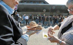 Une mobilisation «festive» a été organisée mercredi devant l'aéroport à la pause déjeuner.