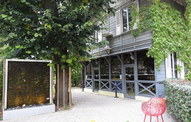 Son jardin étendu et verdoyant permet à chaque famille de se retrouver dans cette maison médicale du 15e arrondiseement de Paris.