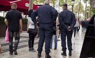 La police sur les Champs Elysées à Paris, le 3 octobre 2013.