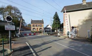 Le passage à niveau numéro 11 à Saint-Médard-sur-Ille, où un accident entre un TER et un poids lourd avait fait trois morts et des dizaines de blessés le 12 octobre 2011.
