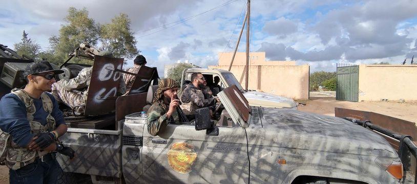 Des forces du gouvernement libyen soutenu par l'ONU, à Tripoli le 28 décembre 2019.