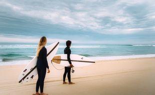 La start-up bordelaise Nomads Surfing réalise des planches de surf à base de pains de mousse polystyrène en partie recyclé et de déchets végétaux
