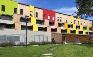 Situé dans le quartier de La Poterie à Rennes, l'éco-village Les Passerelles des Matelouères est composé de 53 logements.
