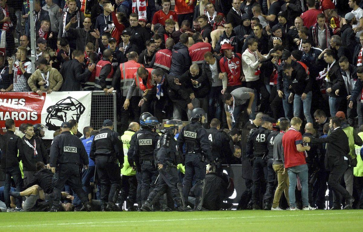 L'effondrement de la barrière avait fait 29 blessés parmi les supporters lillois. – AP/SIPA