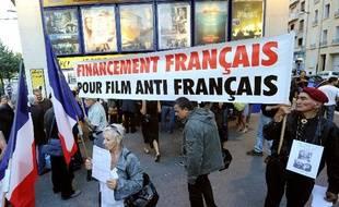 Manifestation contre «Hors-la-loi» de Rachid Bouchareb, à Marseille, le 20 septembre 2010