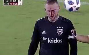 Wayne Rooney le nez en sang