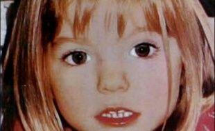 Les enquêteurs portugais qui recherchent une fillette anglaise de trois ans disparue jeudi au Portugal, ont confirmé la thèse de l'enlèvement et poursuivaient samedi soir les recherches, épaulés par une équipe de trois policiers britanniques arrivés dans la journée.