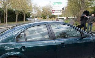 Le 16 avril 2012. Un suspect dans l'enquete sur les meurtres de l'Essonne, arrive au tribunal de grande instance d'Evry encadre par les policiers du SRPJ de Versailles.