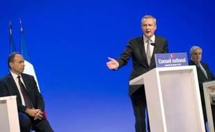 Le projet de l'UMP pour 2012, qui prévoit notamment la sortie des 35 heures et dans lequel Nicolas Sarkozy pourra piocher s'il est candidat, a été adopté à une écrasante majorité par les militants (96,37%), a annoncé samedi le concepteur du projet, Bruno Le Maire.