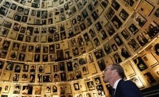 Des photos de disparus de la Shoah à l'insitut Yad Vashem à Jérusalem.