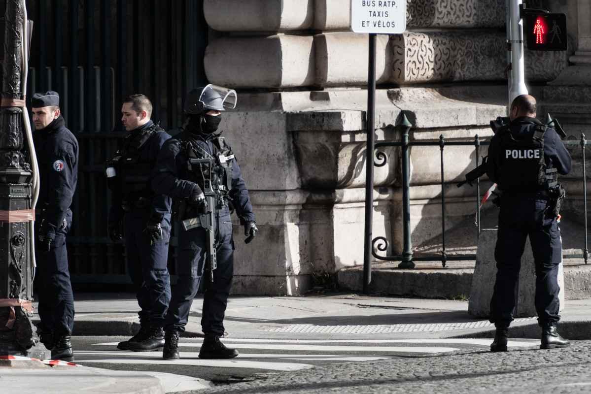 Un militaire blessé lors d'une attaque au Louvre à Paris