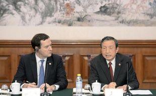 Les Chinois vont bénéficier d'une simplification de la procédure de demande de visa d'entrée au Royaume-Uni, une mesure destinée à doper le tourisme et le commerce, a annoncé lundi le ministre britannique des Finances, George Osborne.