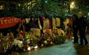 Mémorial devant le Bataclan à Paris, le 31 décembre 2015