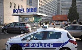 Une voiture de police à Nantes, le 27 novembre 2013