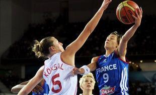 La capitaine de l'équipe de France de basket Céline Dumerc, lors du match contre le Canada en phase de poule du Mondial, le 30 septembre 2014.